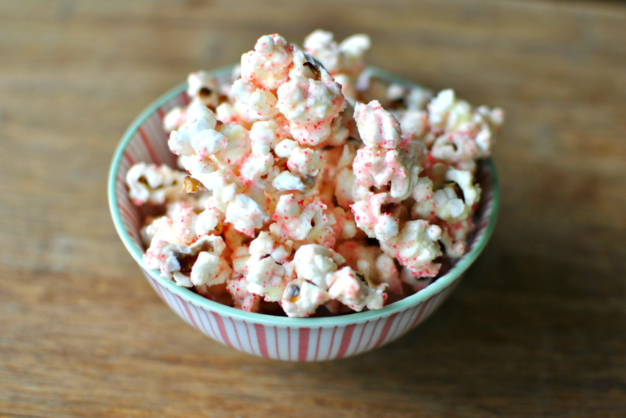 White-Chocolate-Peppermint-Popcorn-02-