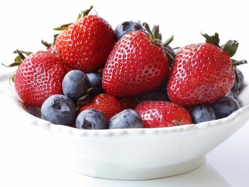 bowl-strawberries-blueberries-fS8UGa-lgn