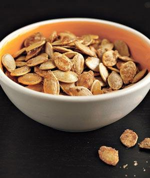 Blog_post_clean_halloween_treats_pumpkin-seeds